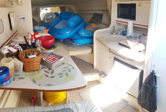 2000 Sea Ray boat for sale, model of the boat is 270 SUNDANCER & Image # 10 of 16