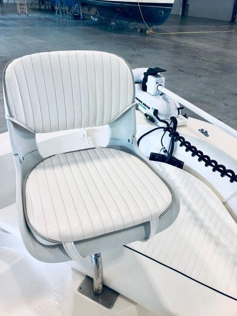 2001 Boston Whaler boat for sale, model of the boat is 18DAUNTLESS & Image # 14 of 29