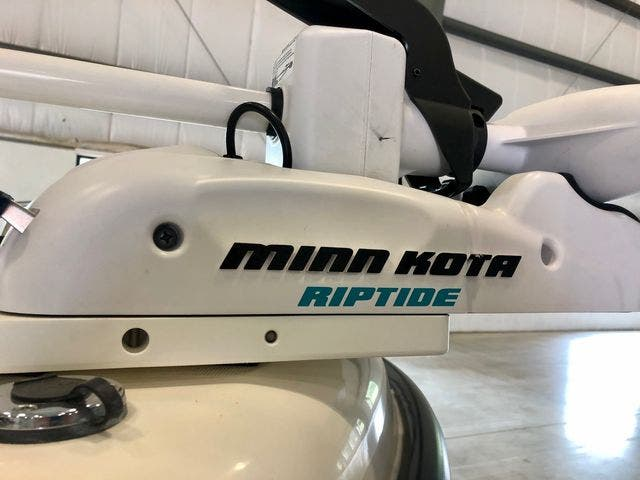 2001 Boston Whaler boat for sale, model of the boat is 18DAUNTLESS & Image # 20 of 29