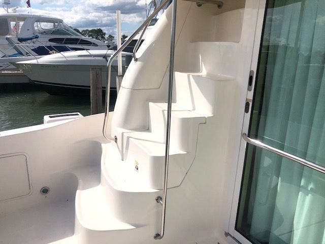 2001 Sea Ray boat for sale, model of the boat is 480SEDANBRIDGE & Image # 4 of 55