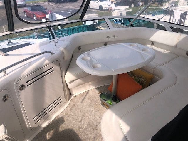 2001 Sea Ray boat for sale, model of the boat is 480SEDANBRIDGE & Image # 5 of 55