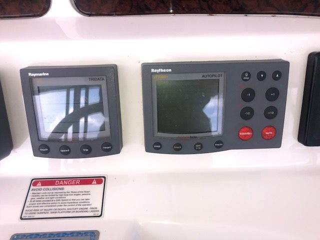 2001 Sea Ray boat for sale, model of the boat is 480SEDANBRIDGE & Image # 14 of 55
