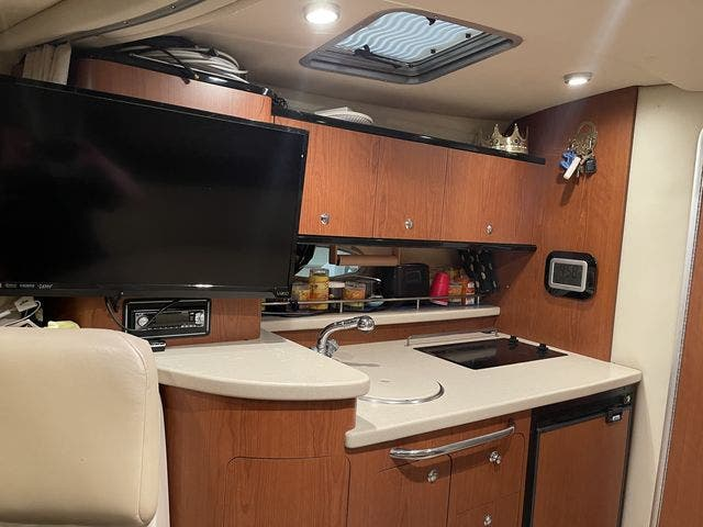 2002 Chaparral boat for sale, model of the boat is 320 SIGNATURE & Image # 20 of 31