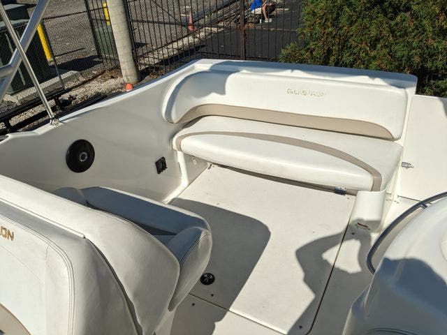 2002 Glastron boat for sale, model of the boat is 279 GS & Image # 3 of 25
