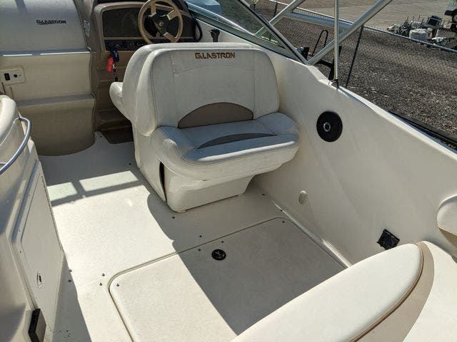 2002 Glastron boat for sale, model of the boat is 279 GS & Image # 5 of 25