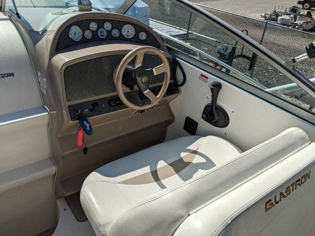 2002 Glastron boat for sale, model of the boat is 279 GS & Image # 8 of 25