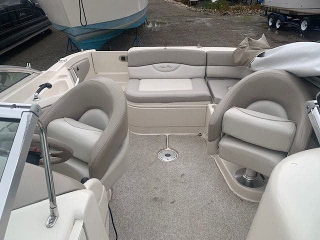 2002 Sea Ray boat for sale, model of the boat is 220 SUNDECK & Image # 9 of 22