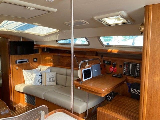 2003 Hunter boat for sale, model of the boat is 44 & Image # 19 of 30