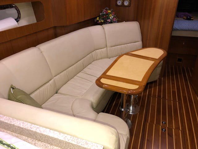 2004 Tiara Yachts boat for sale, model of the boat is 4400 SOVRAN & Image # 27 of 95