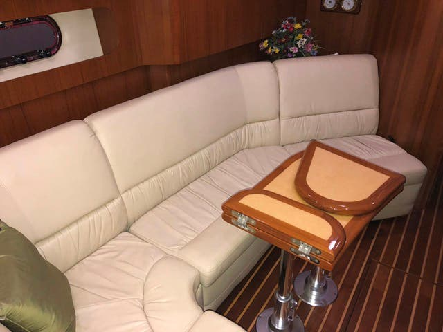 2004 Tiara Yachts boat for sale, model of the boat is 4400 SOVRAN & Image # 28 of 95