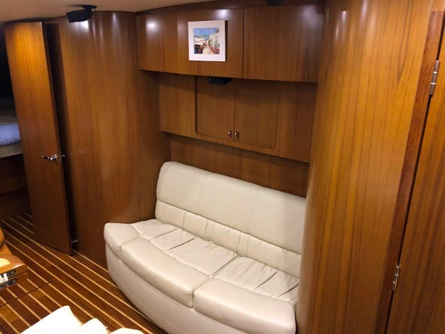 2004 Tiara Yachts boat for sale, model of the boat is 4400 SOVRAN & Image # 31 of 95