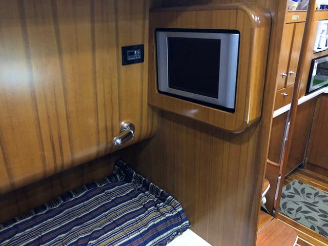2004 Tiara Yachts boat for sale, model of the boat is 4400 SOVRAN & Image # 46 of 95