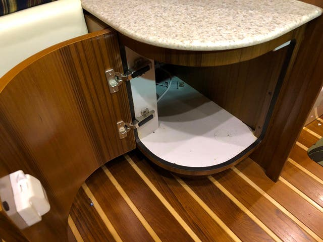 2004 Tiara Yachts boat for sale, model of the boat is 4400 SOVRAN & Image # 47 of 95