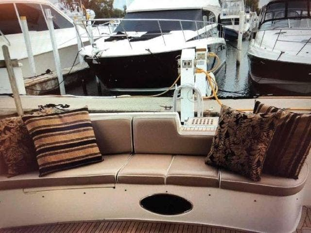 2005 Azimut boat for sale, model of the boat is 50FLY & Image # 7 of 17