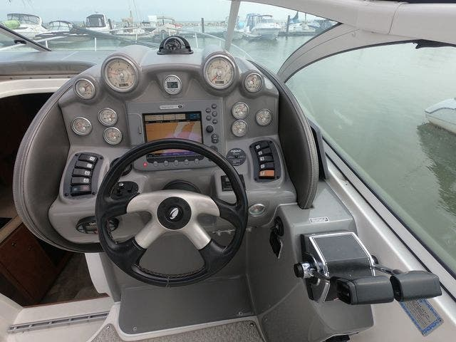 2005 Cruisers Yachts boat for sale, model of the boat is 300EXPRESS & Image # 11 of 25