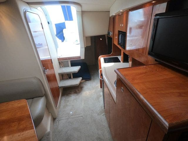 2005 Cruisers Yachts boat for sale, model of the boat is 300EXPRESS & Image # 12 of 25