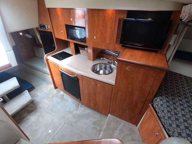 2005 Cruisers Yachts boat for sale, model of the boat is 300EXPRESS & Image # 13 of 25