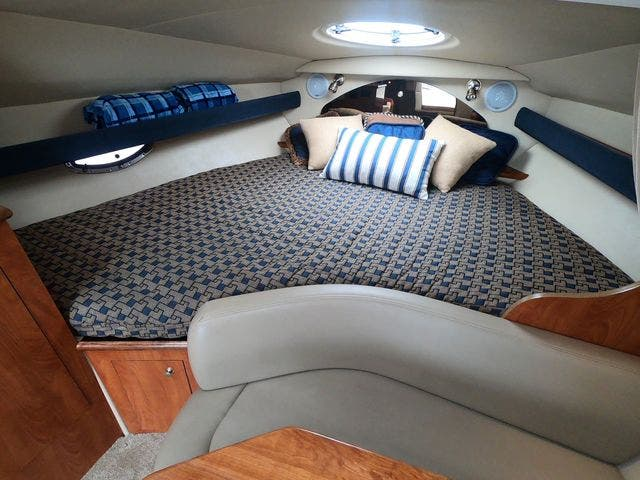 2005 Cruisers Yachts boat for sale, model of the boat is 300EXPRESS & Image # 16 of 25