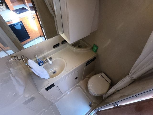 2005 Cruisers Yachts boat for sale, model of the boat is 300EXPRESS & Image # 20 of 25