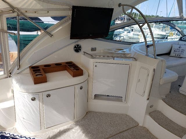 2005 Cruisers Yachts boat for sale, model of the boat is 520 EXP CRUISER & Image # 12 of 42