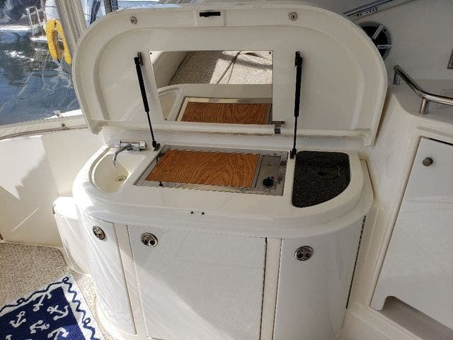 2005 Cruisers Yachts boat for sale, model of the boat is 520 EXP CRUISER & Image # 13 of 42