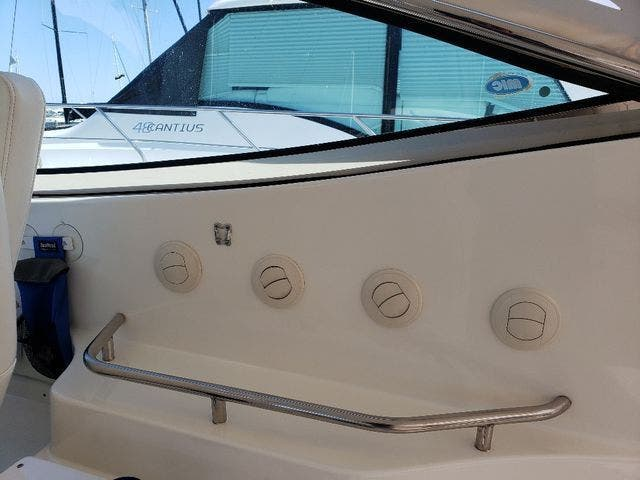 2005 Cruisers Yachts boat for sale, model of the boat is 520 EXP CRUISER & Image # 15 of 42