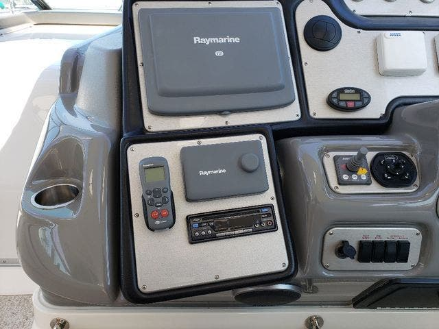 2005 Cruisers Yachts boat for sale, model of the boat is 520 EXP CRUISER & Image # 19 of 42