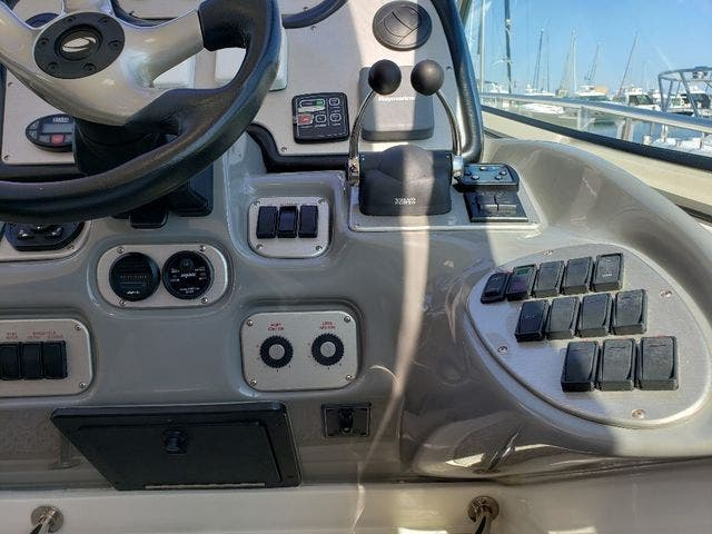 2005 Cruisers Yachts boat for sale, model of the boat is 520 EXP CRUISER & Image # 20 of 42