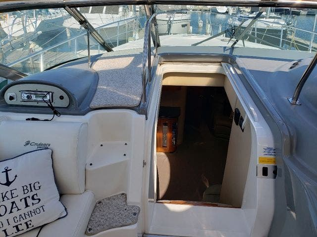 2005 Cruisers Yachts boat for sale, model of the boat is 520 EXP CRUISER & Image # 21 of 42
