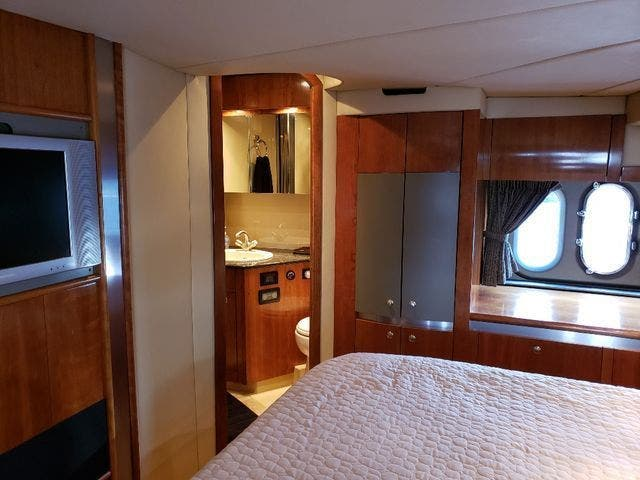 2005 Cruisers Yachts boat for sale, model of the boat is 520 EXP CRUISER & Image # 31 of 42