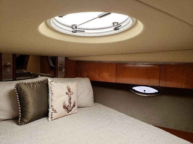 2005 Cruisers Yachts boat for sale, model of the boat is 520 EXP CRUISER & Image # 37 of 42