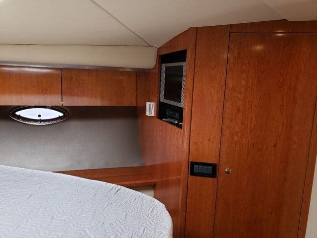 2005 Cruisers Yachts boat for sale, model of the boat is 520 EXP CRUISER & Image # 38 of 42