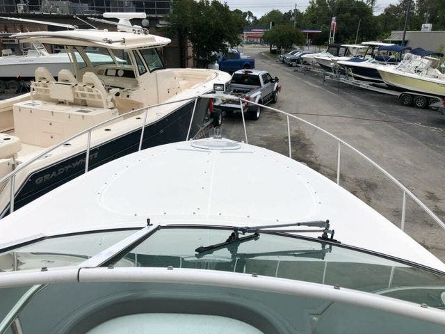 2006 Cruisers Yachts boat for sale, model of the boat is 300 EXPRESS & Image # 4 of 19