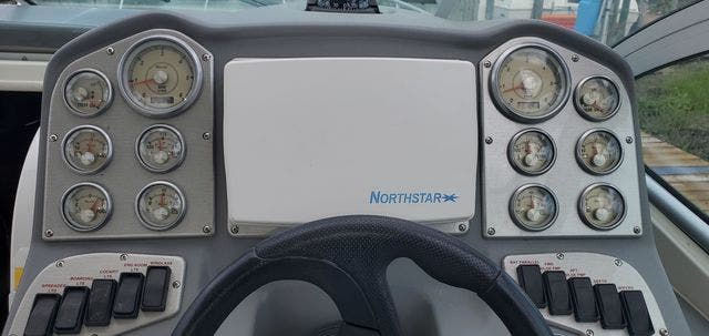 2006 Cruisers Yachts boat for sale, model of the boat is 300 EXPRESS & Image # 7 of 19