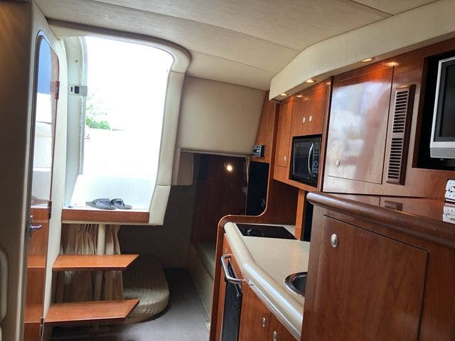2006 Cruisers Yachts boat for sale, model of the boat is 300 EXPRESS & Image # 9 of 19