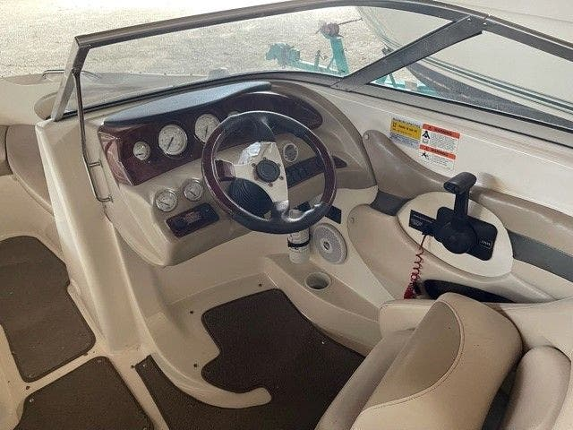 2006 Glastron boat for sale, model of the boat is 235GX & Image # 7 of 10