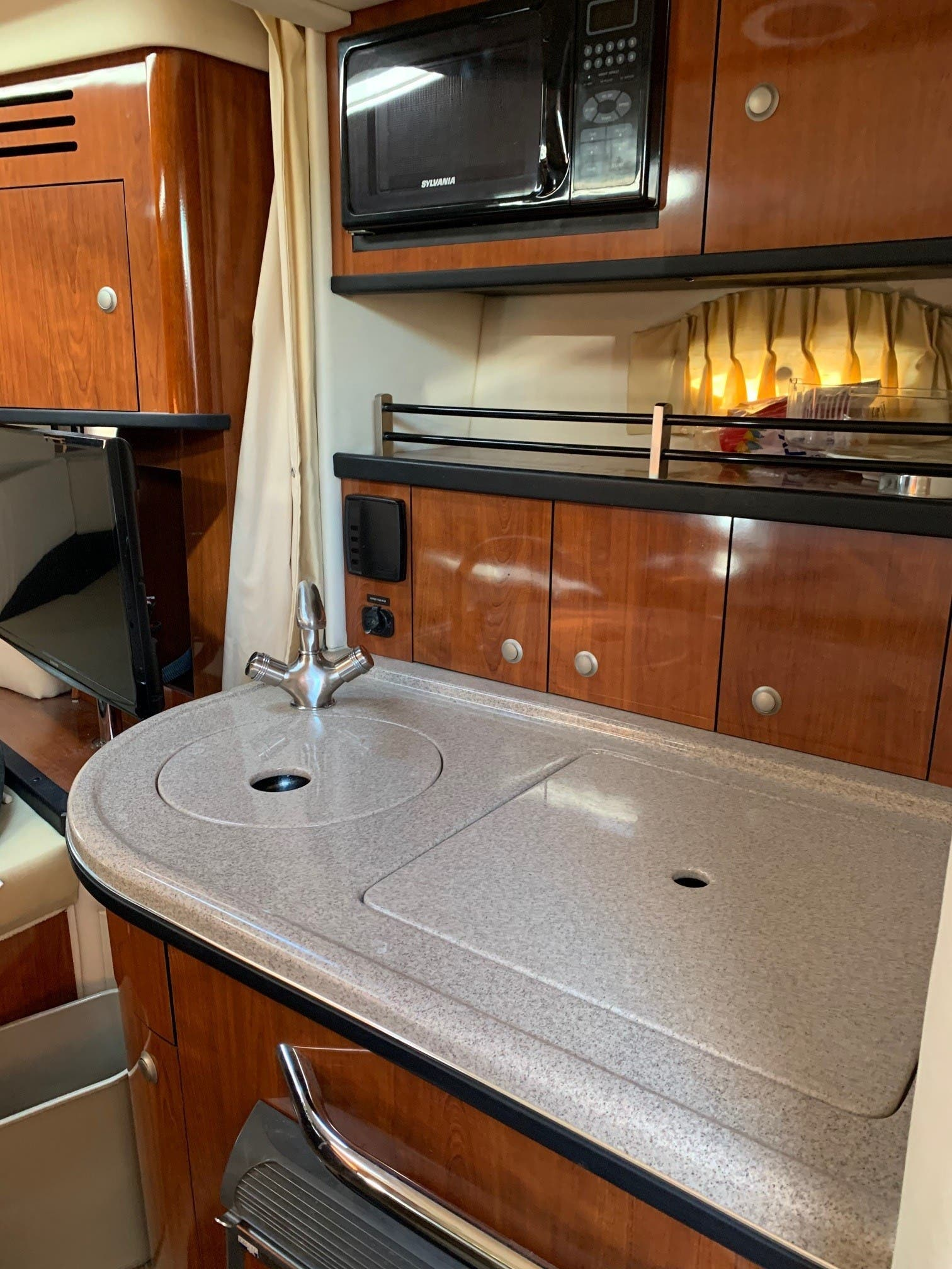 2007 Sea Ray boat for sale, model of the boat is 290 SUNDANCER & Image # 8 of 10