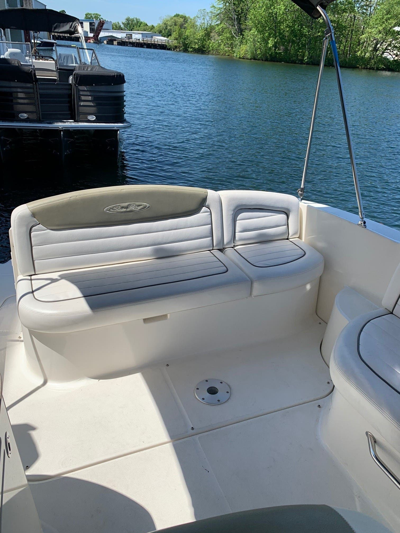 2007 Sea Ray boat for sale, model of the boat is 290 SUNDANCER & Image # 3 of 10