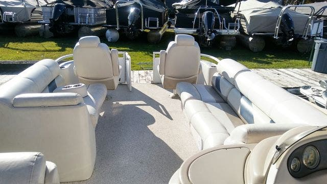 2008 Crest boat for sale, model of the boat is 22-IIIXRS & Image # 12 of 15