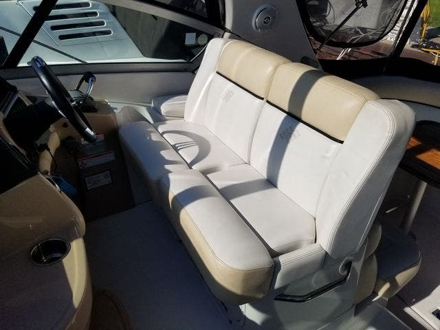 2008 Four Winns boat for sale, model of the boat is 338 VISTA & Image # 17 of 41