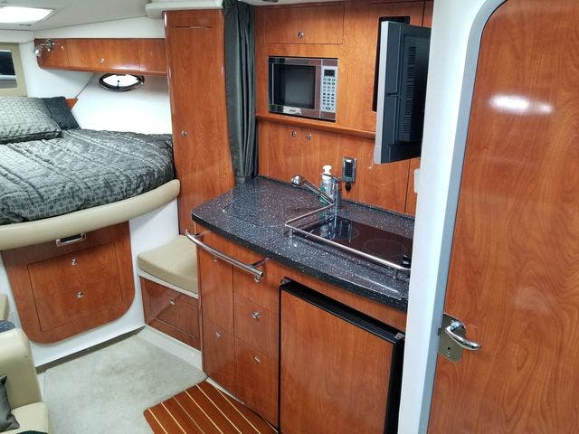 2008 Four Winns boat for sale, model of the boat is 338 VISTA & Image # 26 of 41