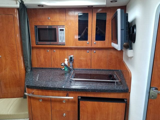 2008 Four Winns boat for sale, model of the boat is 338 VISTA & Image # 28 of 41