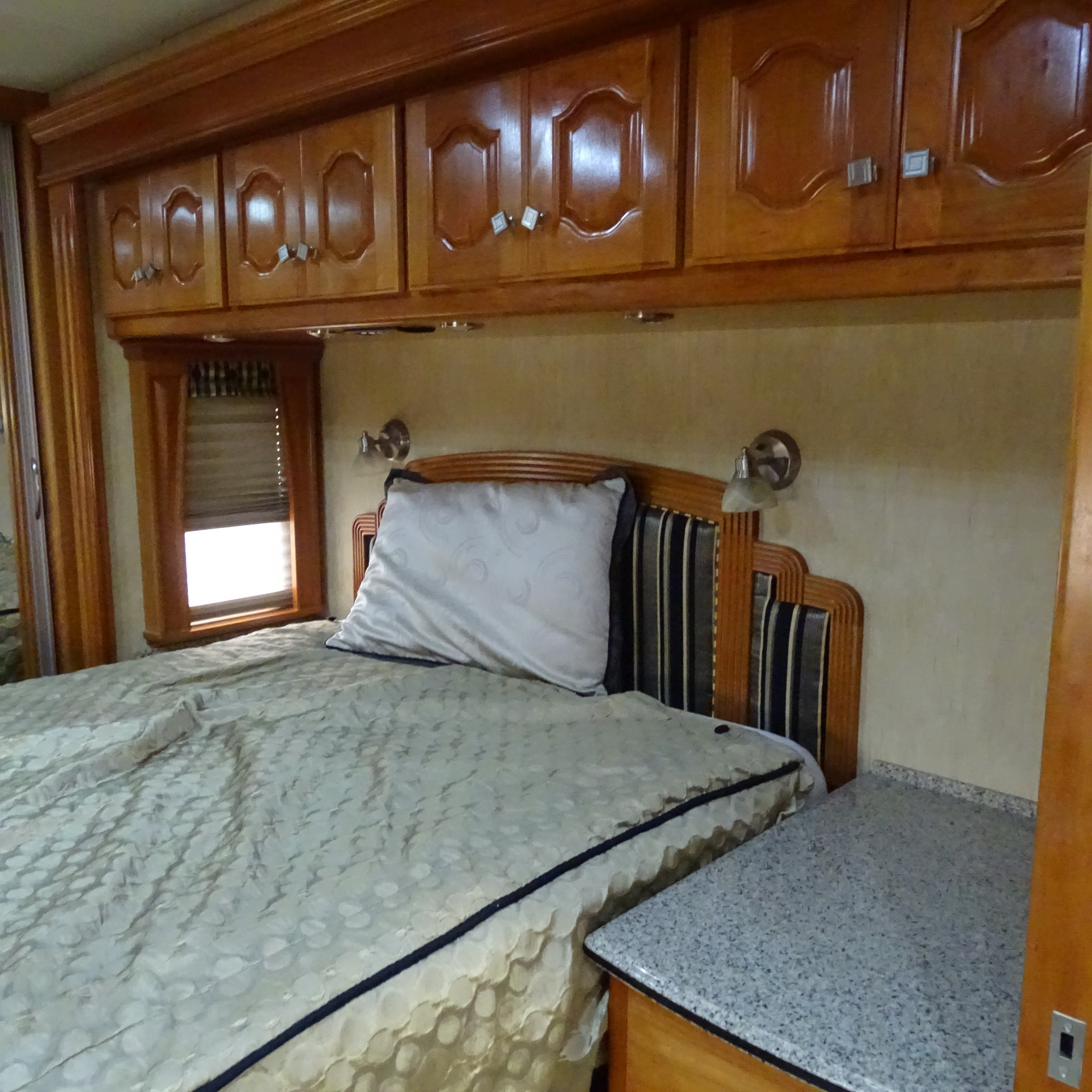 2009 Country Coach Intrigue 550 OVATION 525 Thumbnail