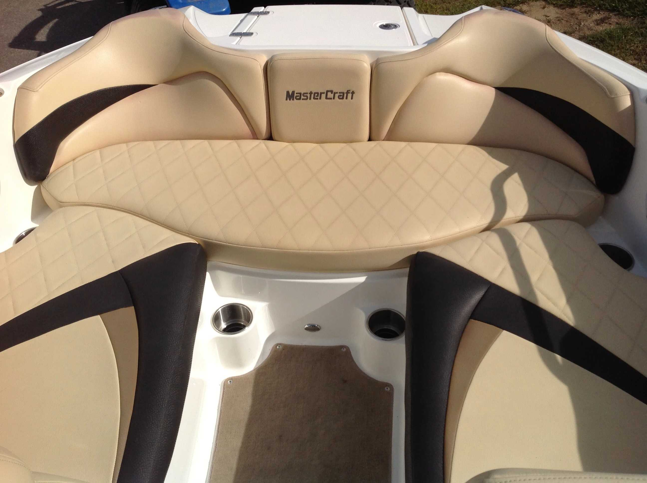 2010 Mastercraft boat for sale, model of the boat is Maristar 235 & Image # 3 of 16
