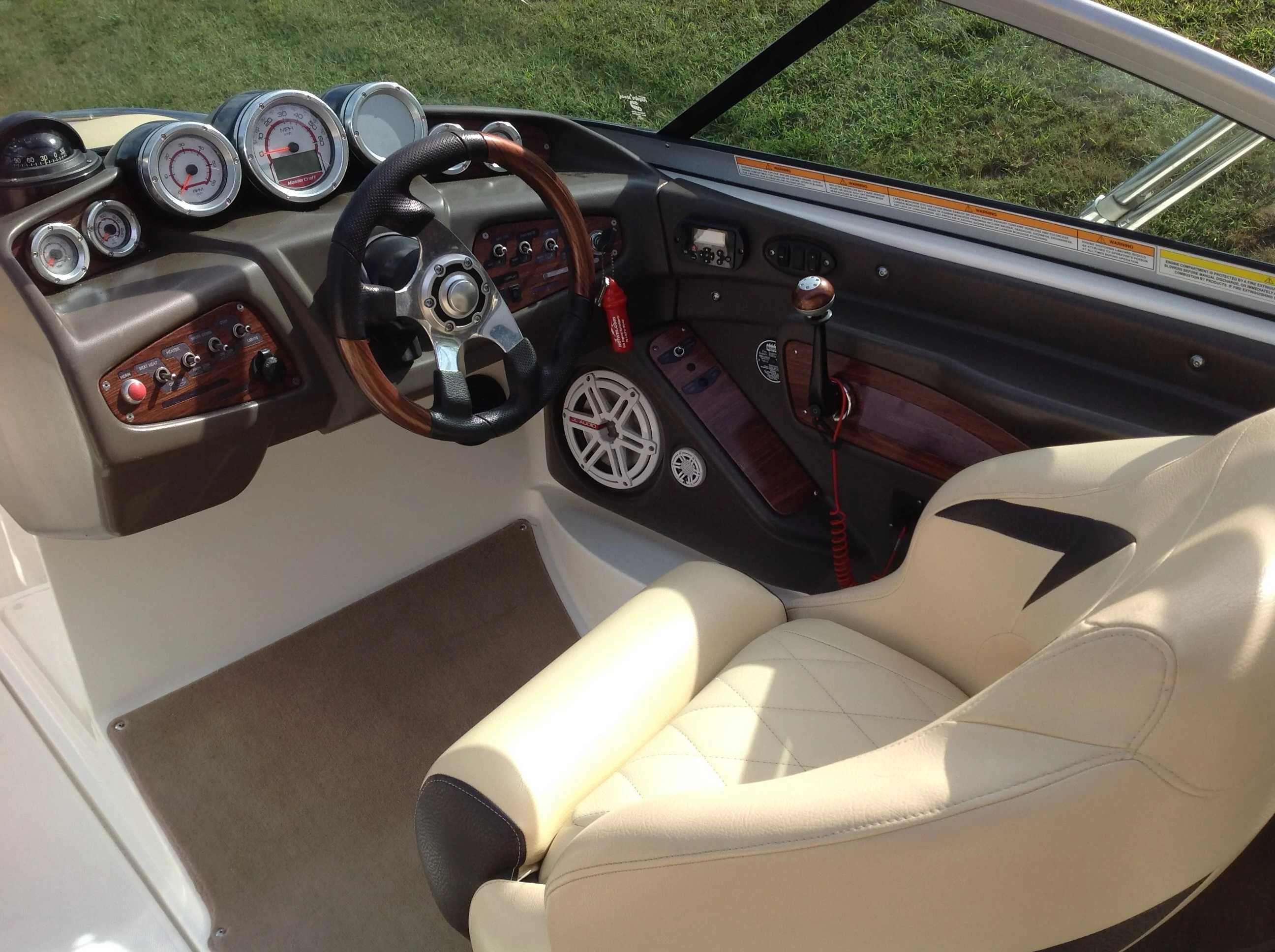 2010 Mastercraft boat for sale, model of the boat is Maristar 235 & Image # 6 of 16