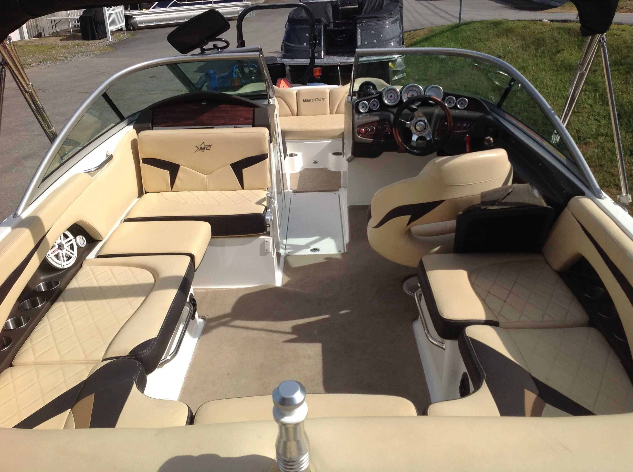2010 Mastercraft boat for sale, model of the boat is Maristar 235 & Image # 13 of 16