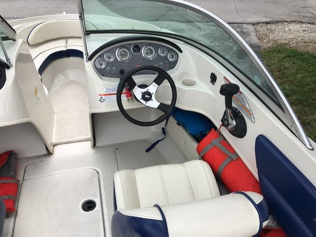 2010 Sea Ray boat for sale, model of the boat is 175 SPORT & Image # 10 of 15