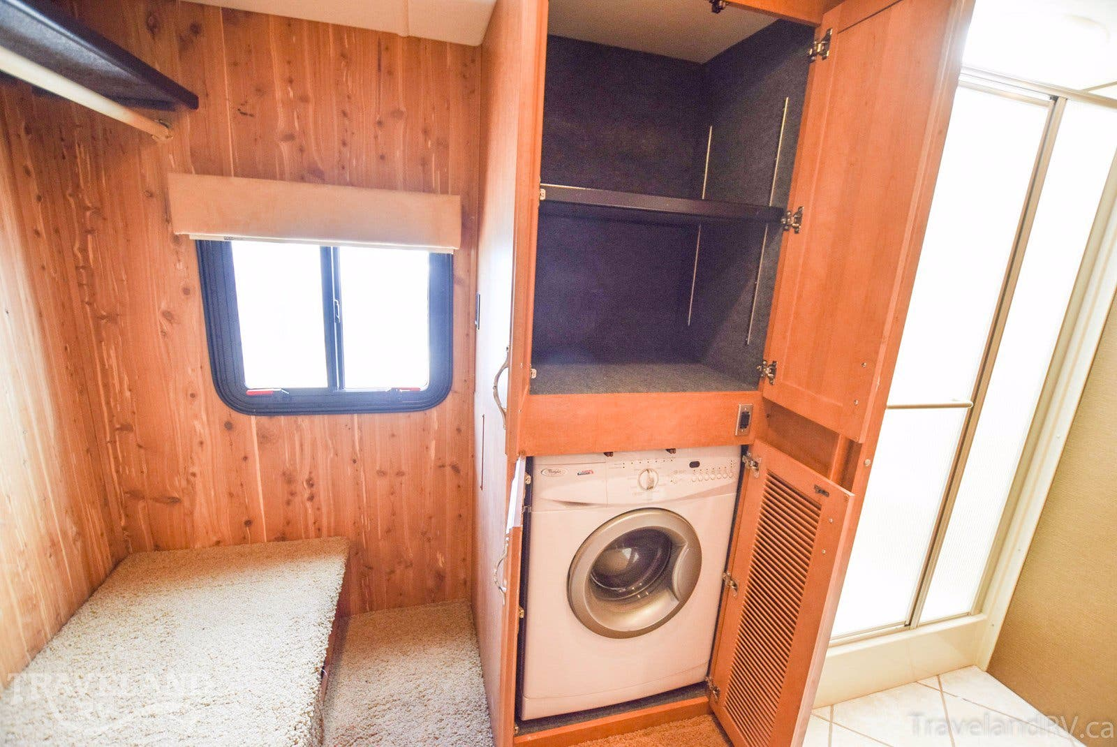 2011 Fleetwood Discovery 42A Thumbnail