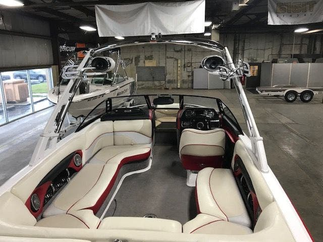 2011 Malibu boat for sale, model of the boat is 23LSV & Image # 4 of 16