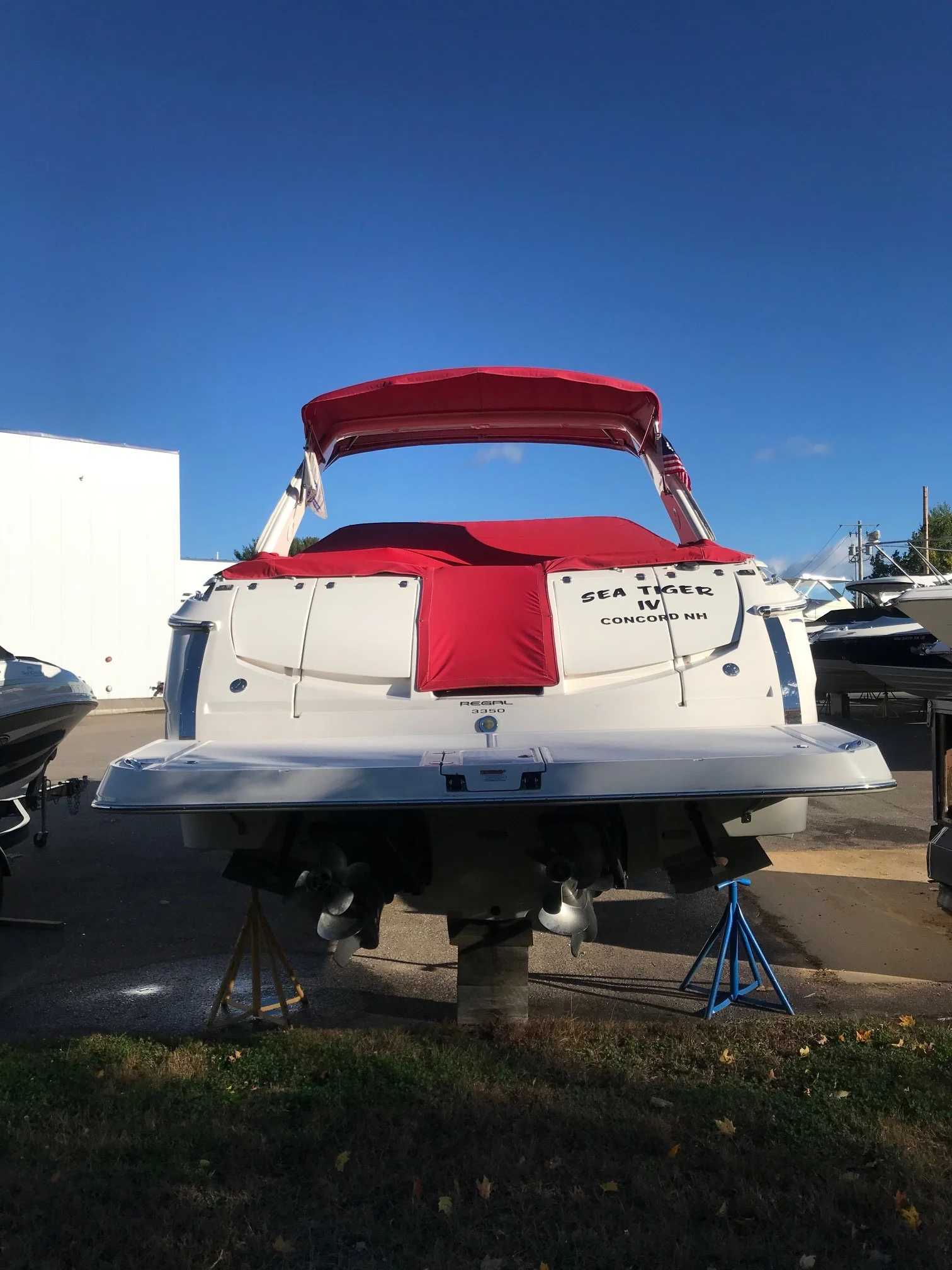 2011 Regal boat for sale, model of the boat is 3350 & Image # 15 of 16